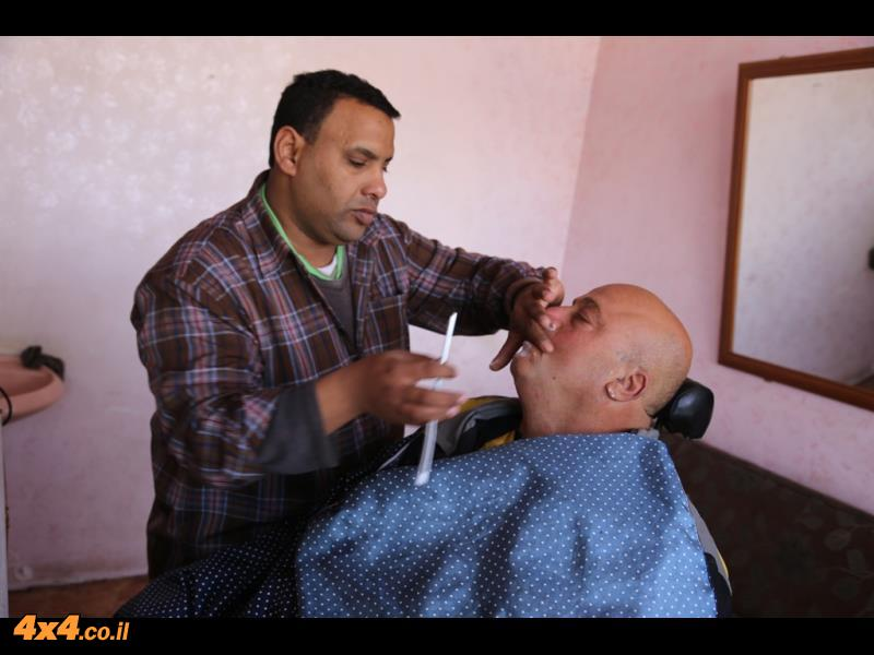 דרור בתגלחת אצל הגלב