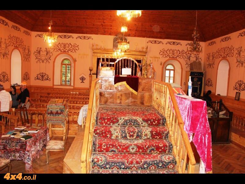 הביקור המרגש בבית הכנסת באחלציקי