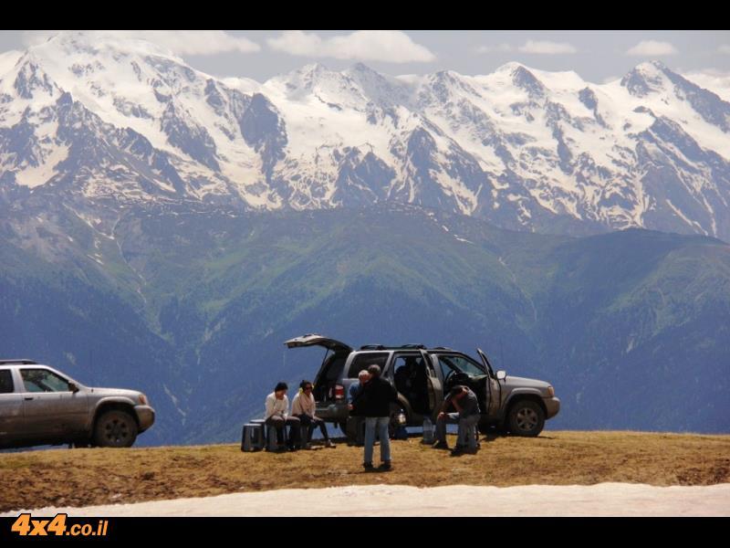 אנחנו בהר האושבה ומסביבנו- 360 מעלות של הרים מושלגים