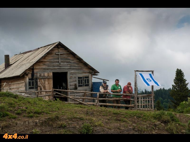 כפר רועים במעבר ההרים של הקווקז הנמוך