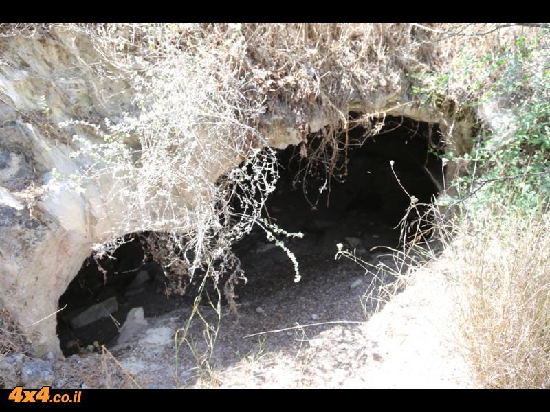 המערות שעל הגבעה - תל פרור