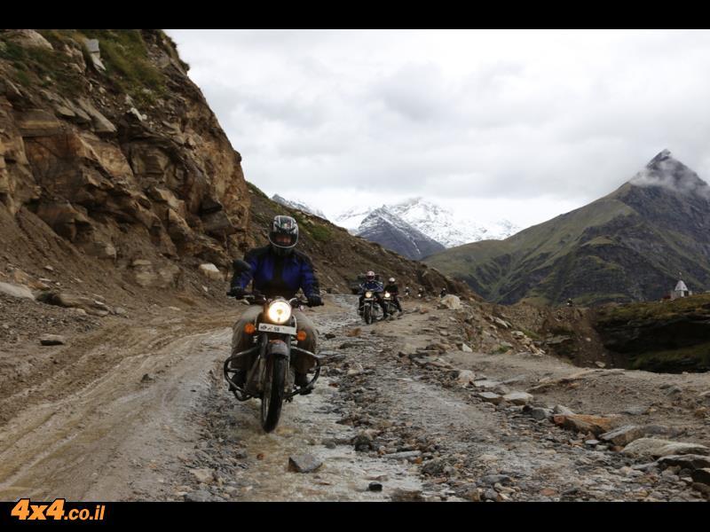 מטפסים למעברי ההרים: רוטנג לה ובאראלאצה לה