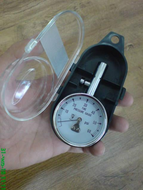 מד לחץ אוויר מקצועי בקופסאת פלסטיק קשיחה