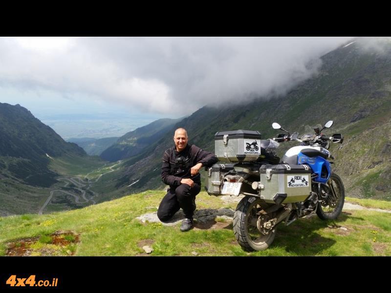 רומניה במסע אופנועים דו-שימושי