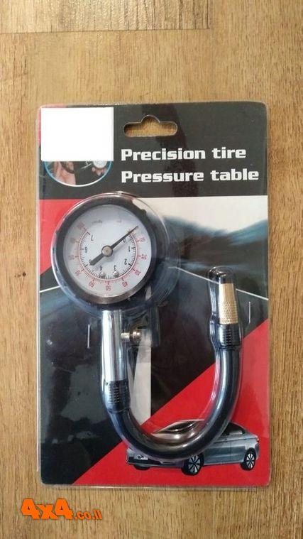 מד לחץ אוויר עם צינור